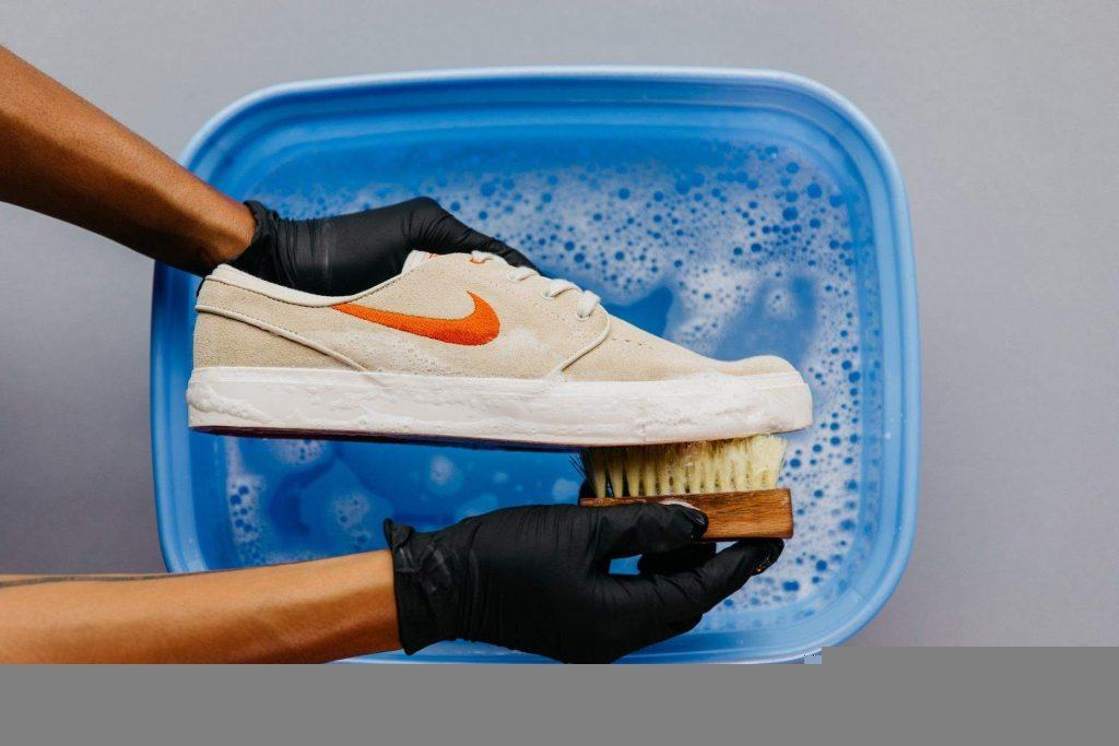 shoe-bucket-best way to clean mesh shoes